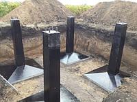 Виды бетонов и состав железобетонных работ, ПРОИЗВОДСТВО БЕТОННЫХ РАБОТ В ЗИМНЕЕ ВРЕМЯ Виды бетонов и состав железобетонных работ Бетоном называют искусственный каменный материал, полученный после твердения правильно подобранной смеси вяжущего (обычно цемента), воды и заполнителей (мелкого и крупного).  По объемной массе бетоны подразделяют из пять групп (СНпП П-21-75):  1) особо тяжелые бетоны с