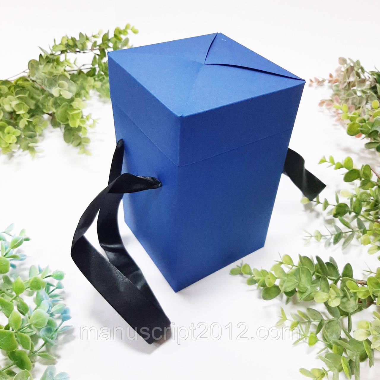 Коробка подарочная с ручками синяя (114*114*195 мм)