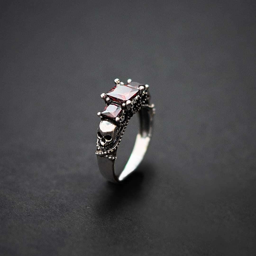 Авторское женское кольцо из серебра Череп КЦ-01 Б