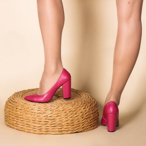 Туфли женские кожаные с острым носком и устойчивым каблуком 9 см. Любой цвет.