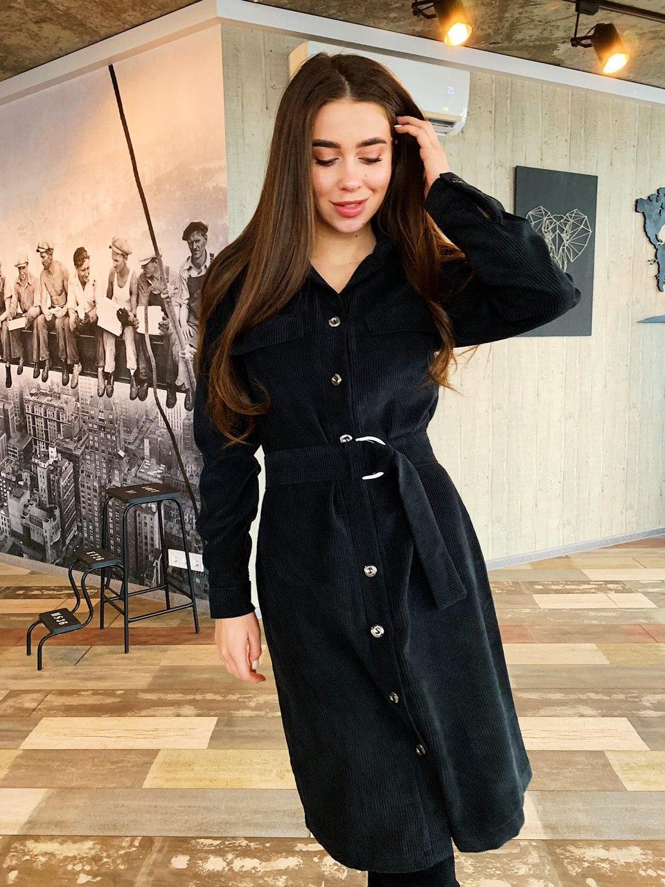Черное женское платье-рубашка из вельвета