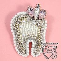 Брошка з камінням Зуб, зубик, для стоматолога ручної роботи 4 * 3 см