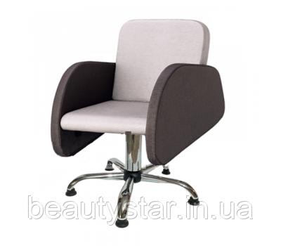 Перукарські крісла в оригінальному дизайні для клієнтів салону краси Анабель (Anabell)