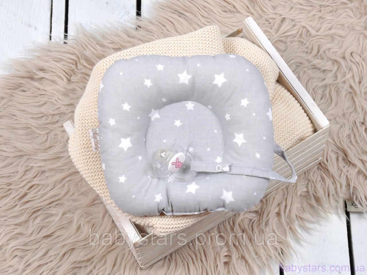 """Подушки в кроватку для новорожденных с держателем для пустышки """"Белые звезды на сером"""""""