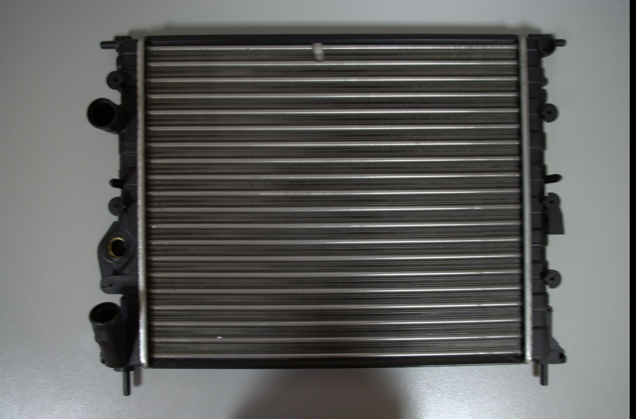 Радіатор охолодження (без кондиціонера) Logan/MCV/Sandero 1.4/1.6 з 2008 р. QSP-M
