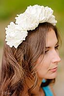 Ободок белый из крупных цветов