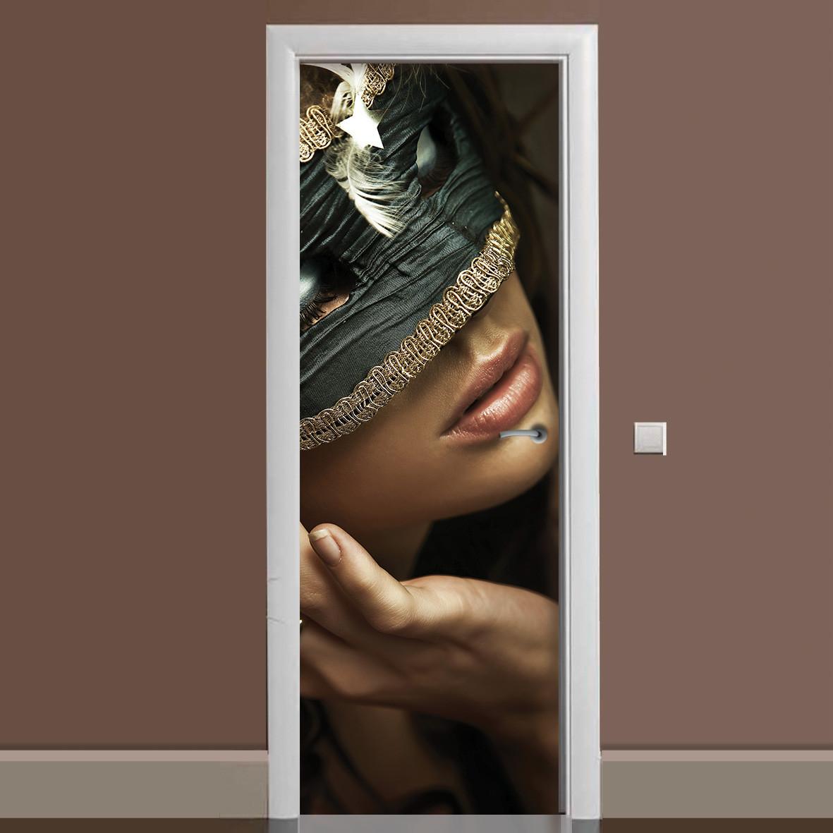 Виниловая наклейка на дверь Маска ламинированная двойная пленка девушка в маске Венеция маскарад губы