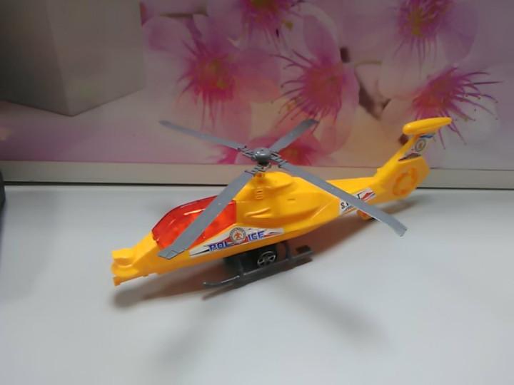 Игрушка вертолет