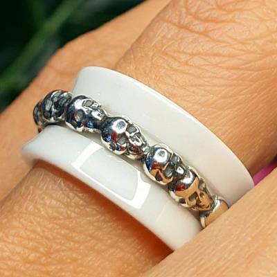 Срібне кільце з керамікою і черепами - Кільце з черепами срібло