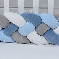 Бортик-косичка в 4 пряди, цвет синий, голубой, серый и белый.