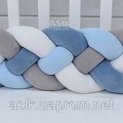 Бортик-косичка в 4 пасма, колір синій, блакитний, сірий і білий.