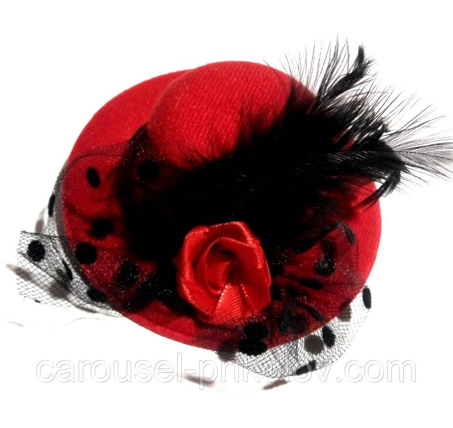Жіночий капелюшок шпилька з вуаллю червона