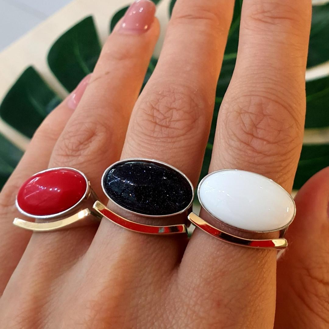 Серебряное кольцо с золотом и кораллом, авантюрином и кахолонгом