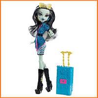 Кукла Monster High Фрэнки Штейн (Frankie Stein) из серии Travel Scaris Монстр Хай