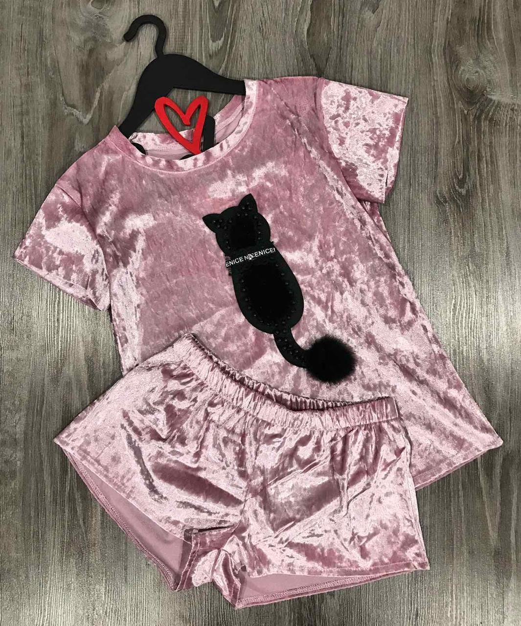 Пижама футболка и шорты из мраморного велюра с аппликацией.
