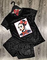 Черная модная пижама футболка и шорты.