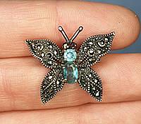 Серебряная брошка-булавка Бабочка с голубым топазом и пиритами