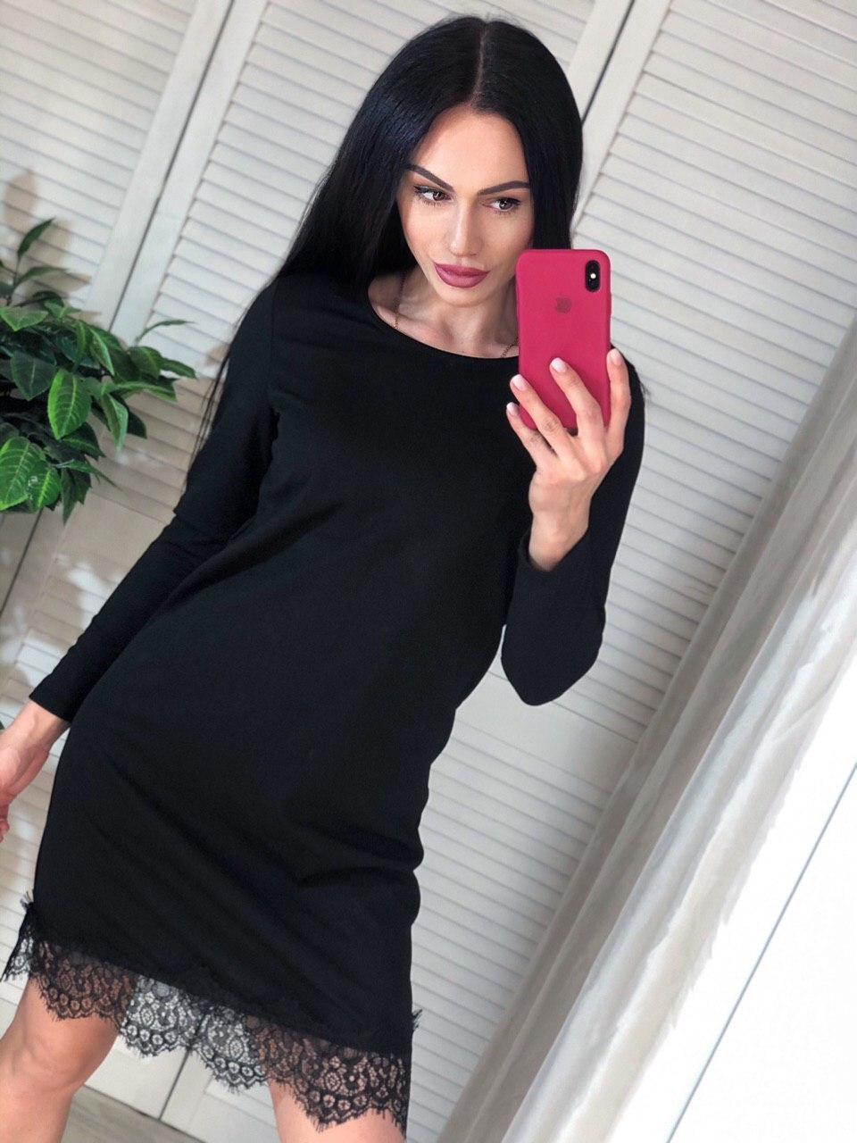 Прямое черное платье с длинным рукавом и отделкой из кружева 4103962