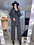 Женский брючный костюм с брюками клеш и прямым пиджаком 2010501, фото 2