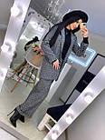 Женский брючный костюм с брюками клеш и прямым пиджаком 2010501, фото 5
