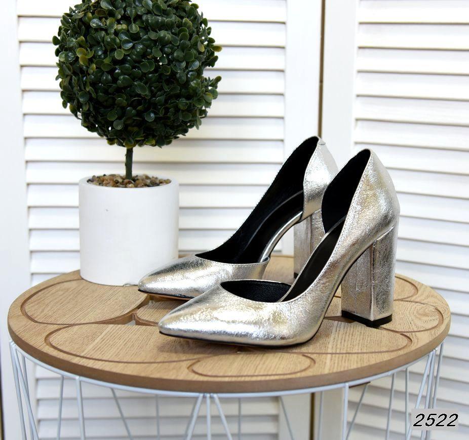 Классические кожаные туфли на каблуке 35-40 р серебро
