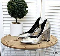 Классические кожаные туфли на каблуке 35-40 р серебро, фото 1