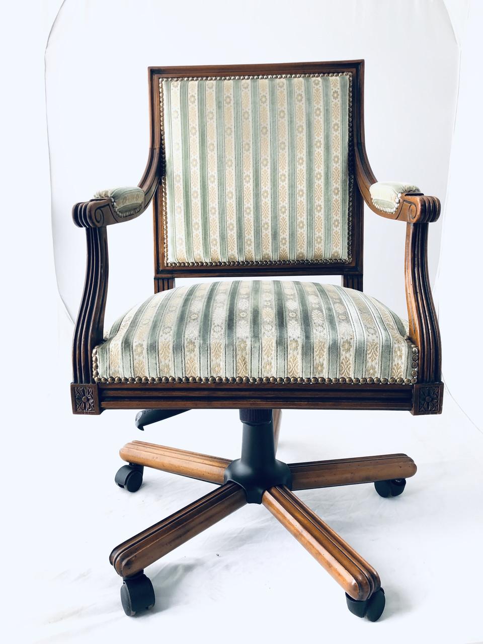 Кресло мягкое офисное