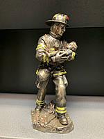 Статуэтка Veronese Пожарный Спасатель WS-199