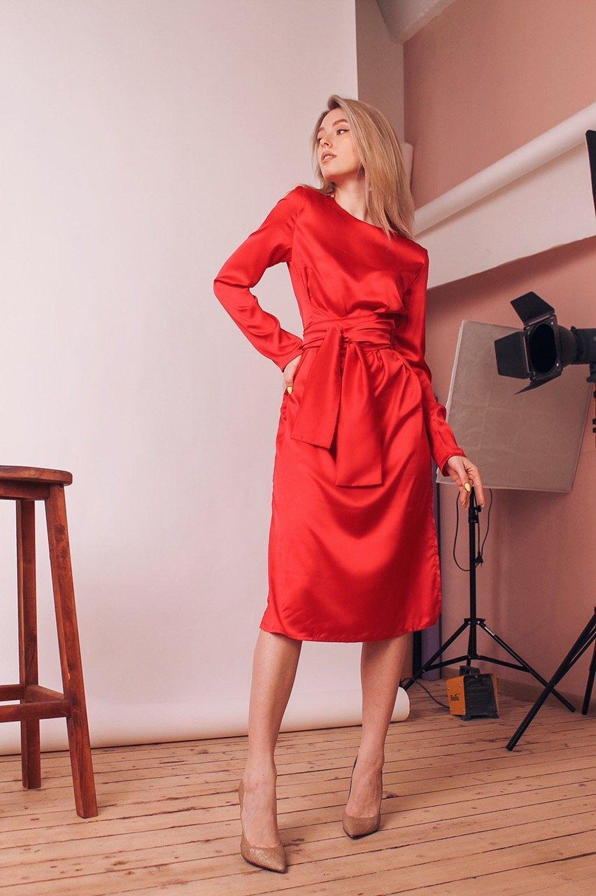 Шелковое платье миди с поясом и закрытым верхом 60ty964