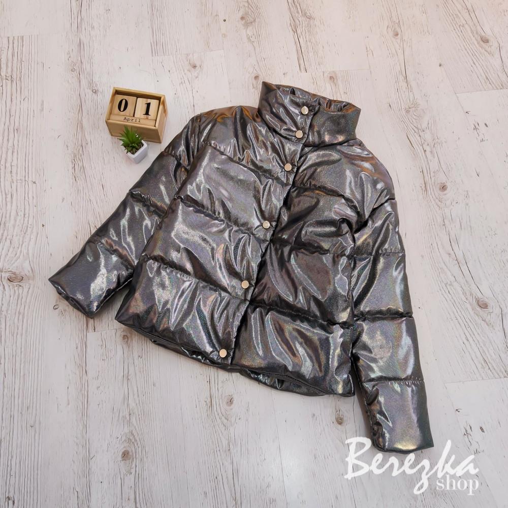 Женская кожаная короткая куртка с голограммой на кнопках 66kur270Q