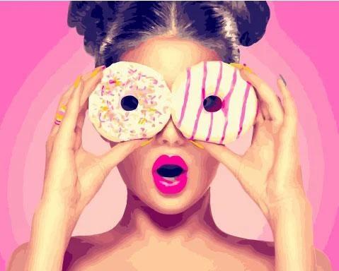 Живопись по номерам Девушка с пончиком GX26710 Rainbow Art 40 х 50 см (без коробки)