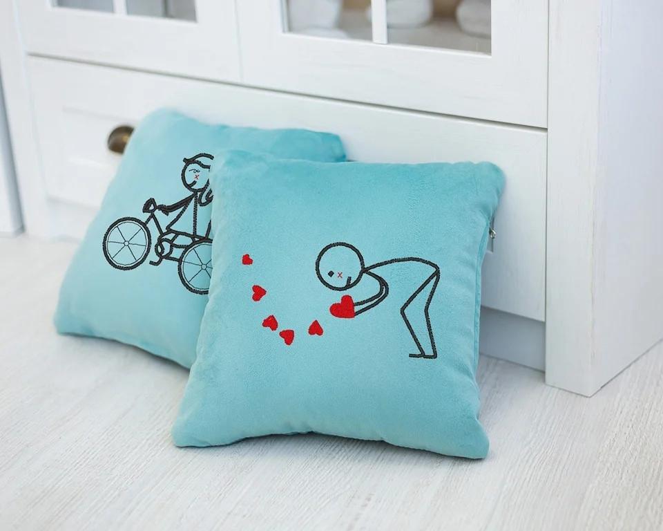 Набор сувенирных подушек вышивкой «Велосипед» (28*28) в расцветках