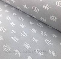Хлопковая ткань польская белые короны на сером