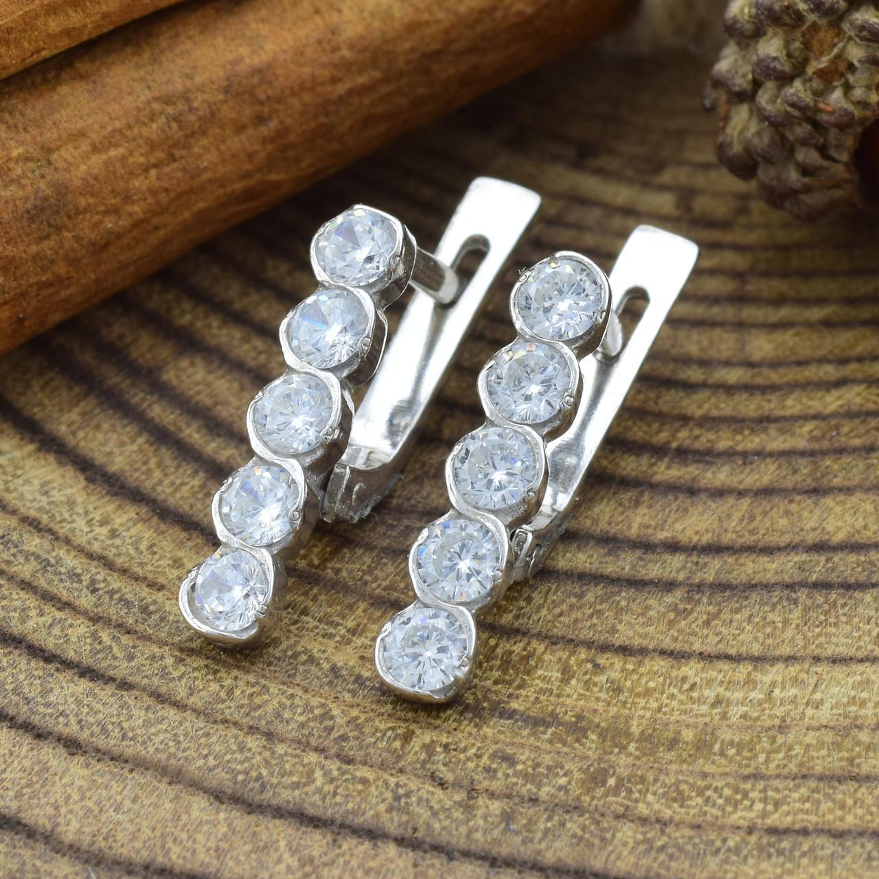 Серебряные серьги Камила размер 17х3 мм вставка белые фианиты вес 2.9 г