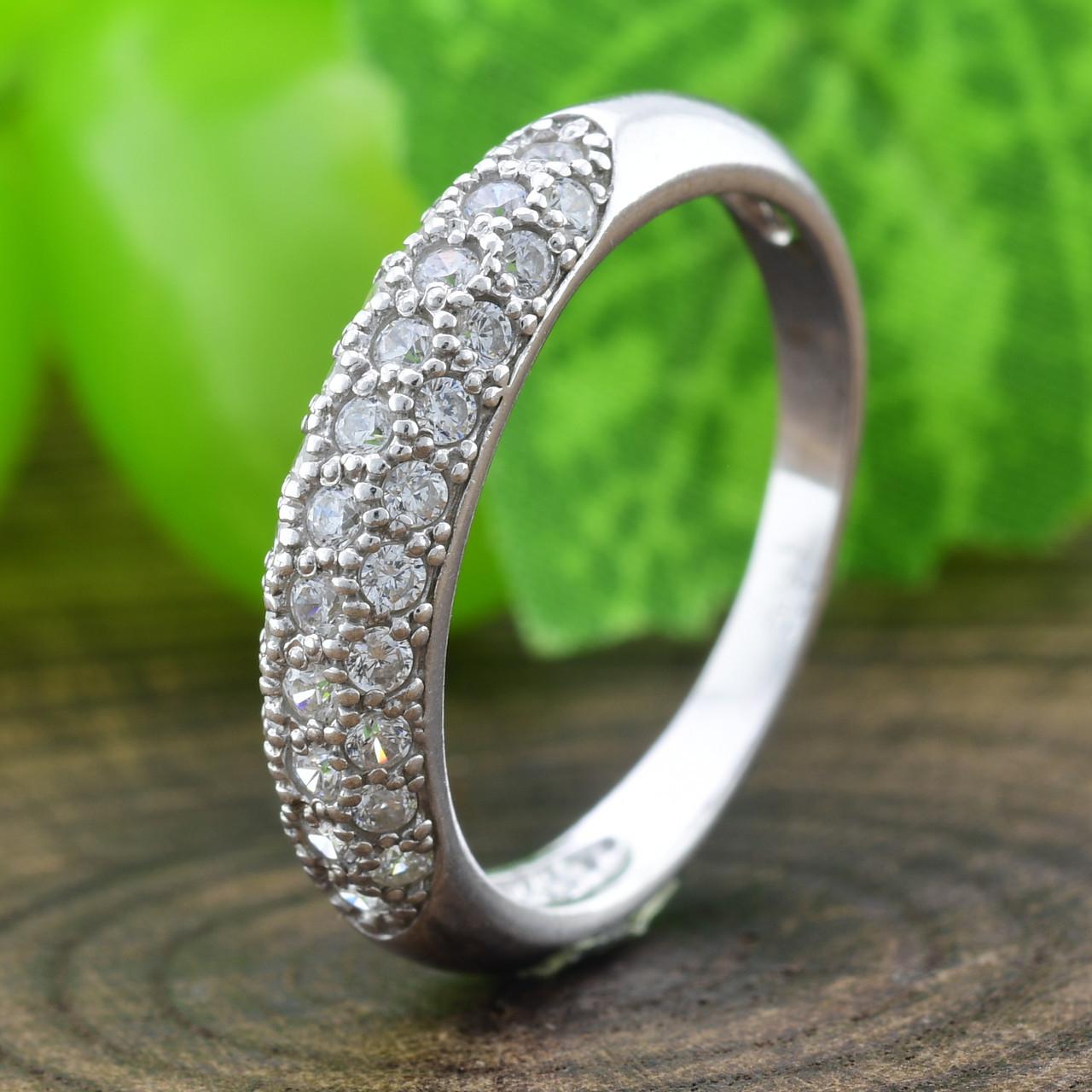 Серебряное кольцо Узкий шик вставка белые фианиты вес 2.4 г размер 15