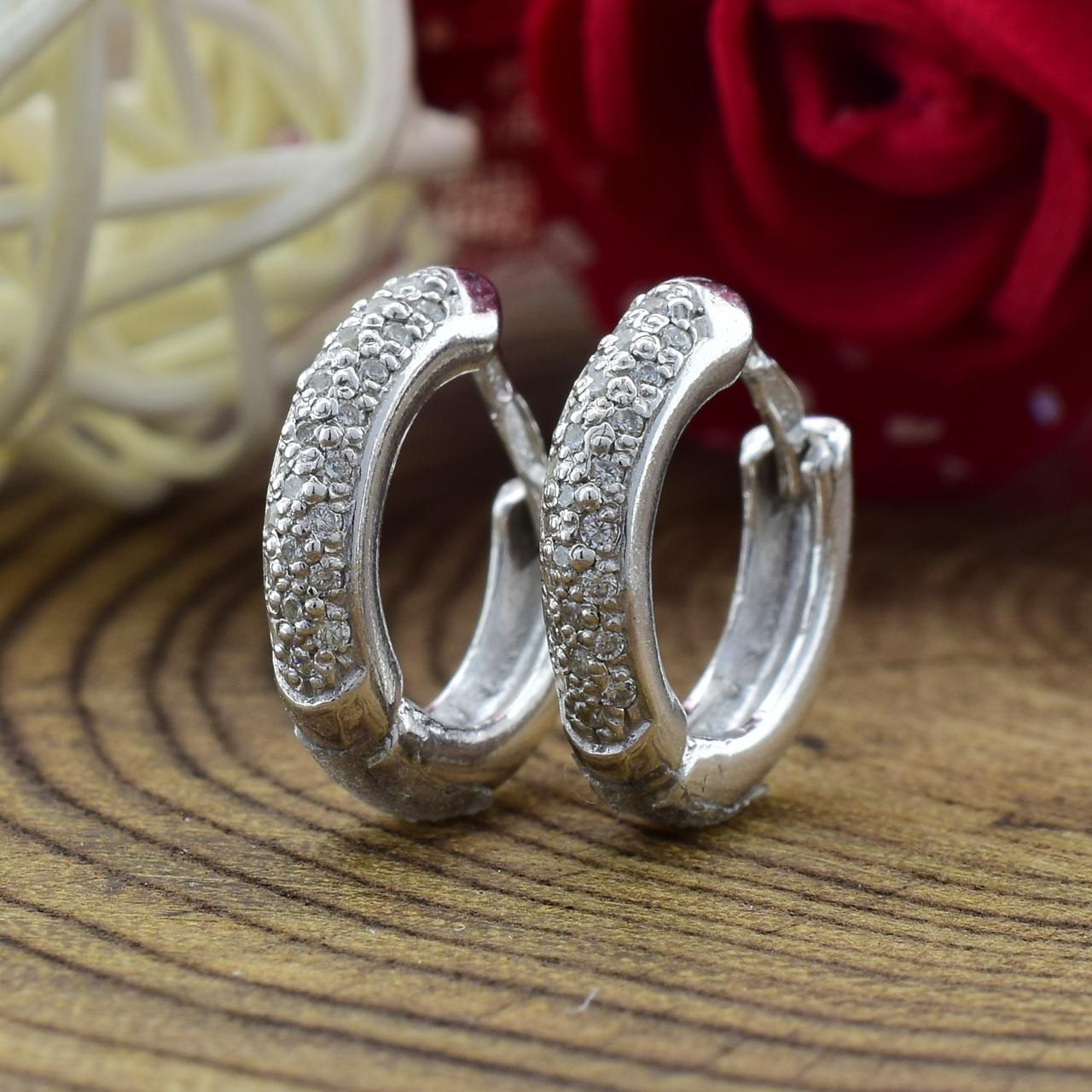 Серебряные серьги Диана размер 13х2 мм вставка белые фианиты вес 2.15 г