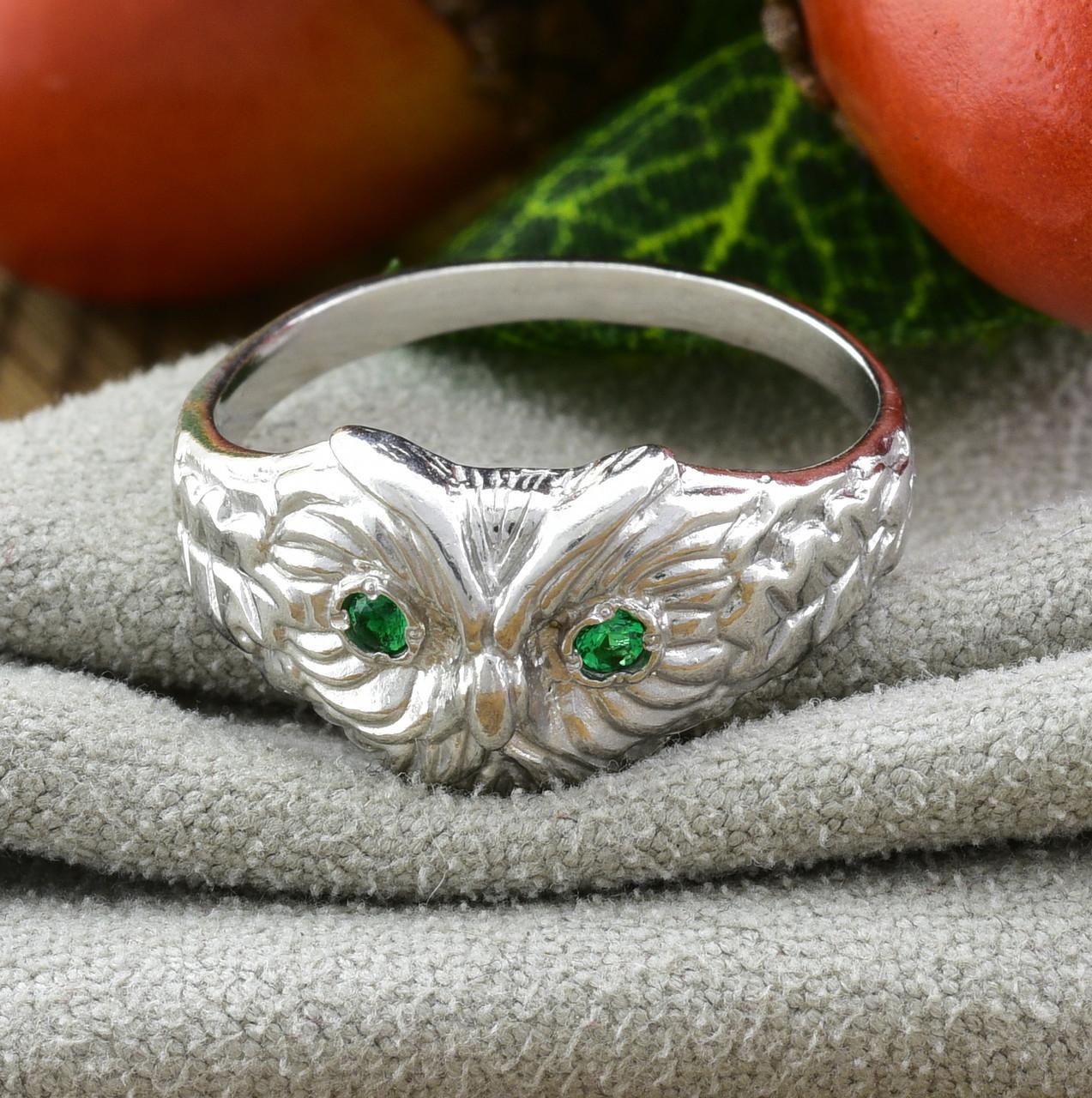 Кольцо серебряное женское Совушка вставка зелёные фианиты размер 18