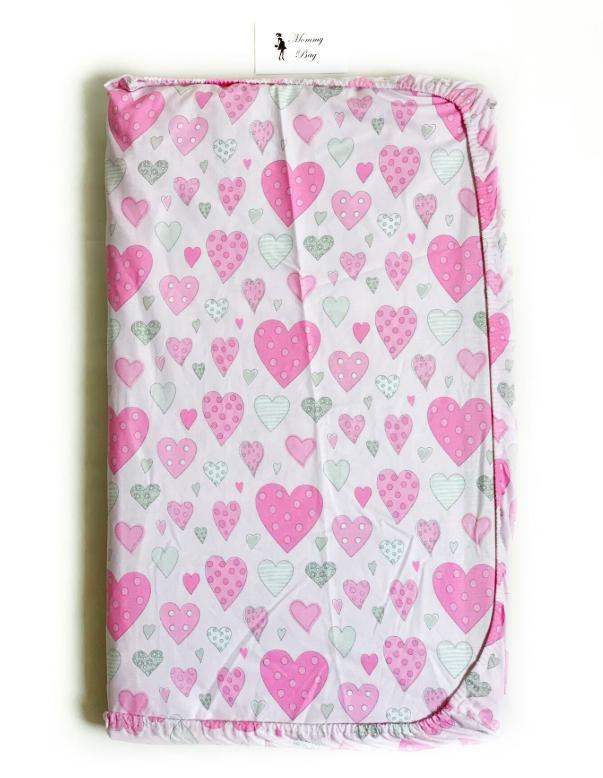 Простынь на резинке в детскую кроватку Розовые сердечки №3