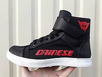 Мото обувь кеды Дайнез черно-красные с белой подошвой, фото 1