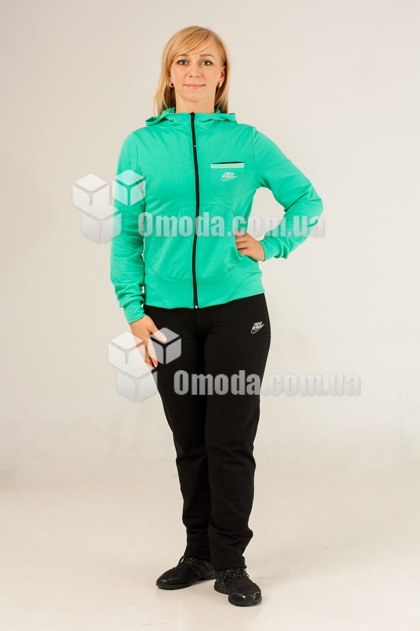 Женский спортивный костюм в стиле Nike