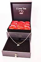 Подарочная коробка с розами из мыла и отделением под украшения + кулончик с цепочкой розы из мыла, фото 1