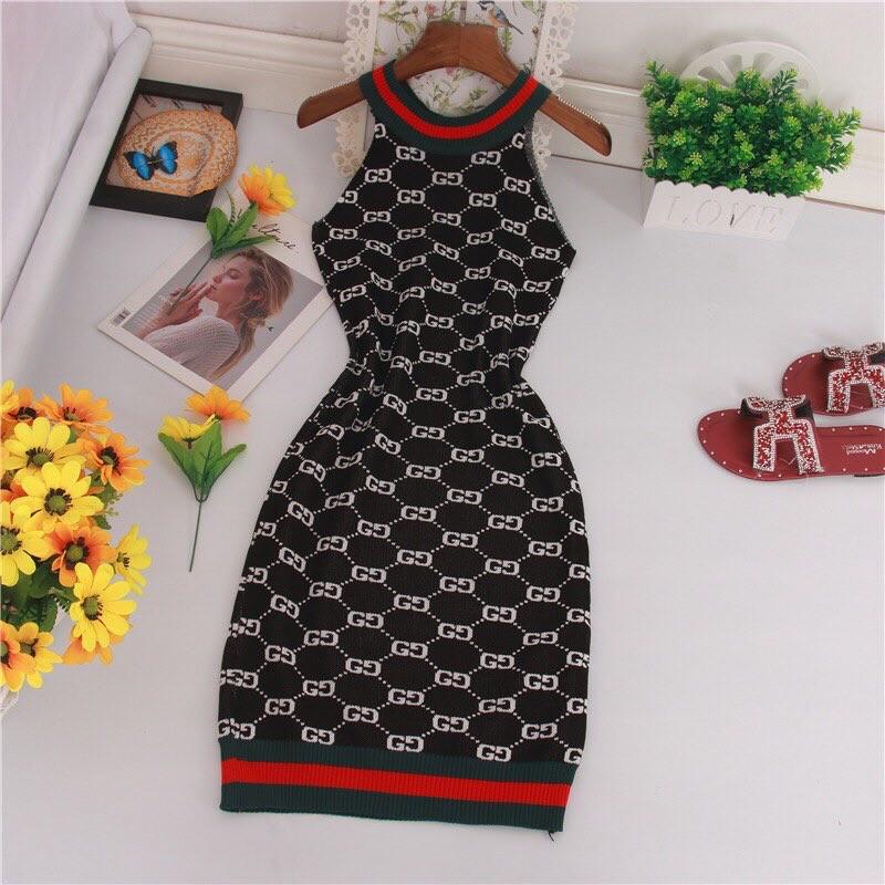 Женское платье черное