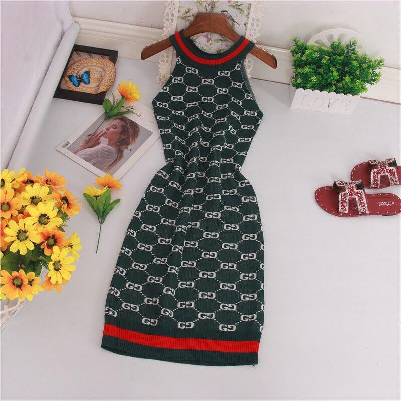 Женское платье темно-зеленое