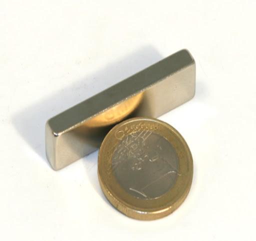 Прямоугольный магнит неодимовый 40х15х5 мм, сцепление 12кг, N42