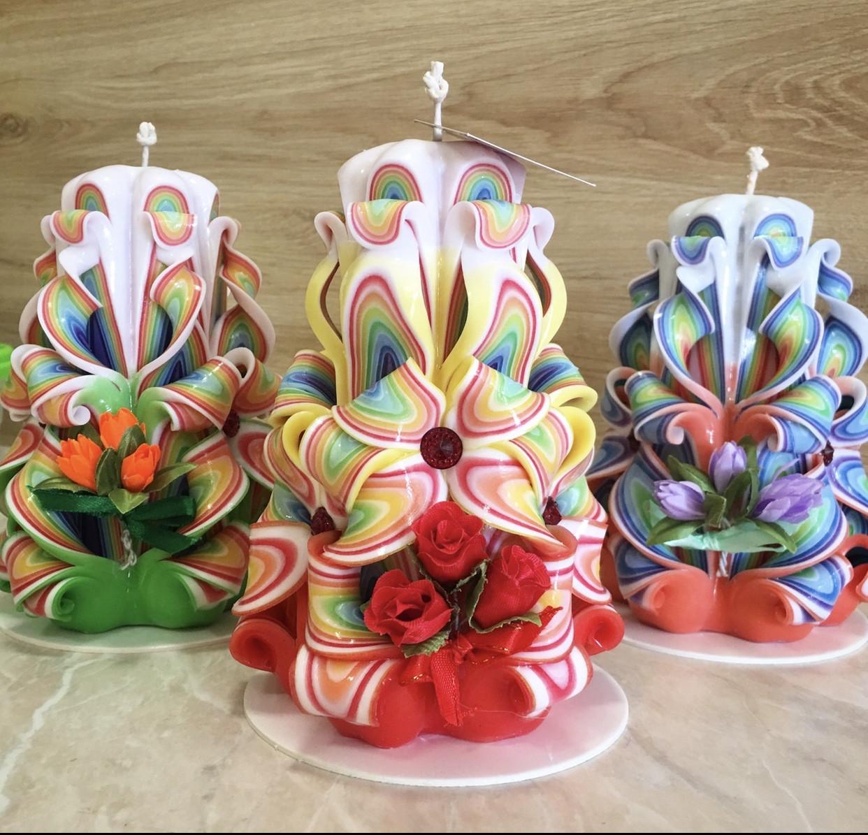 Свеча резная с букетом цветов, ручной работы