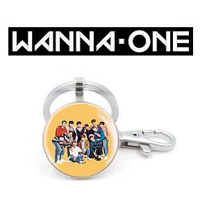 "Брелок Wanna One ""Все участники"" на желтом"