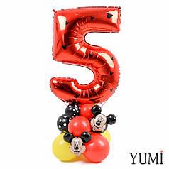 Цифра 5 красная на подставке с Микки Маусом