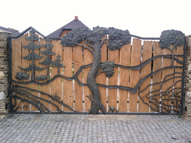 Комбинированные распашные ворота