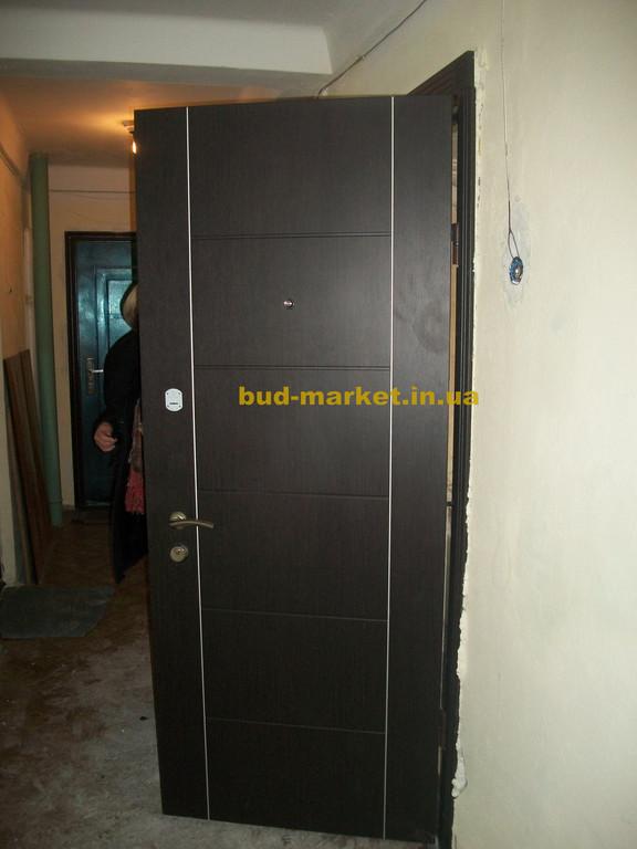 Установка входной двери ТМ Страж Модель Паралель