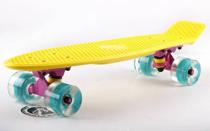 Скейтборд пластиковый Penny LED WHEELS FISH 22in со светящимися колесами (жел-роз-син)